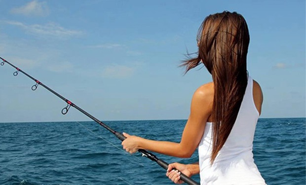 Dubai Marina: 4 Hour Fishing Trip for up to 5 people for only AED 999.