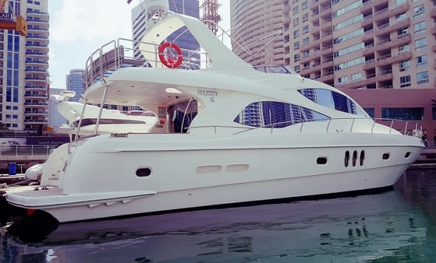 Enjoy Cruising on the Spacious House Boat for up to 12