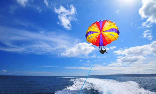 Enjoy a Parasailing Ride across the waters of JBR Beach for only AED 259.